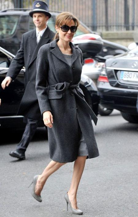 يا بنات ستايل جاكيت و تنورة وبلوزة سوداء من تصميم زارا